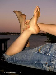 Katie (stunningsoles) Tags: ladies girls feet fetish foot women toes legs stunning soles scrunch