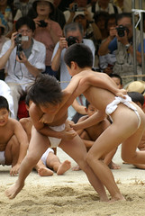 2006-002 (yozo.sakaki) Tags: boy japan kid traditional event sumo