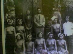 Keluarga Ningrat (kharismanada) Tags: foto tempo dulu laweyan