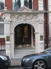 P1070244.JPG Franklin Row Victorian (londonconstant) Tags: autumn london architecture chelsea eats londra playingfields cadogangardens royalhospital sw3 costi londonconstant lowersloanestreet franklinrow