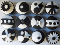 "Black and White ""Model"" Cupcakes"