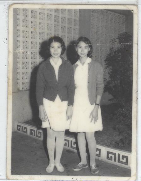 右邊是我媽 當年18歲