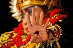 Legong Dance (Giuliano Santorelli) Tags: red bali indonesia dance nikon d70 mao ubud legong