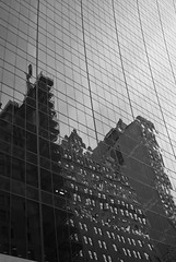 (#Hctor.Snchez) Tags: travel usa newyork reflection building byn lines manhattan curves linescurves blackwhitephotos ltytrx5 ltytr1 a3b