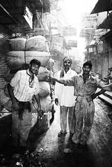 lavoratori (Barabeke) Tags: india smile workers delhi chain burden olddelhi beastofburden hourofthesoul
