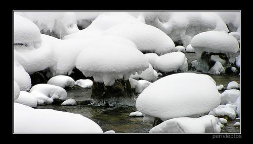 χιόνισε στο Στρουμφοχωριό....  smurf village