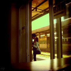 Good-bye Kiss (Osvaldo_Zoom) Tags: italy love train bravo kiss couple lovers railwaystation trainstation goodbye calabria railstation railroadstation rainstation stationyard infinestyle superlativas orstationyard