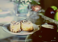 (`Anonymous) Tags: by 50mm sony caffelatte alpha anonymous fahad cinnabon oldone qtr a350 almarri
