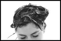 ((**) ....mab) Tags: blackandwhite white selfportrait black blancoynegro blanco canon hair shower negro autoretrato 100mm shampoo ducha 28 eyelash pelo mab pestaas canon40d mabphoto