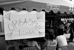 Orgasmo (Simón Sánchez S.) Tags: carnival people chair gente orgasm down silla sit carnaval orgasmo riosucio