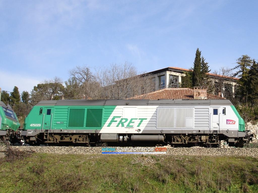 Une locomotive Diesel-électrique BB 75000 FRET SNCF circule &agrave  Aix-en-Provence le 27 janvier 2009.