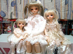 Kurumi Sisters (Dolly Paws) Tags: party white sisters ball doll dolls version super sugar lolita dresses jp kawaii bjd resin lin f18 dollfie superdollfie volks mag s10 msd jointed kurumi yosd dolpa20 dollypaws zerodotlingling
