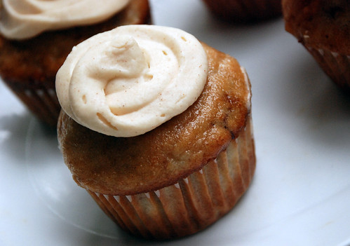 Pineapple Banana Cupcakes with Cinnamon Cream Cheese Frosting