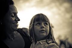 01 (icaromoreno) Tags: sky love childhood colo children kid nikon gente amor mother cu retratos lap criana nikkor festa aniversrio me tenderness niver infncia ternura festainfantil suavidade 2470mmf28 splittoning d700