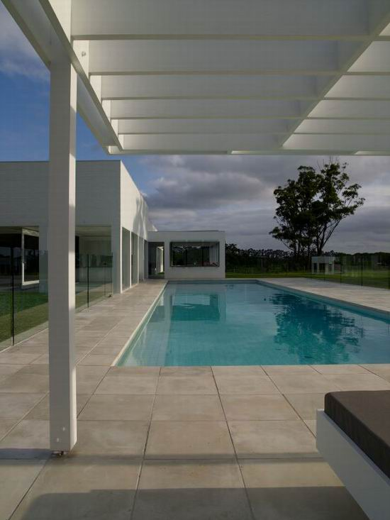 13 Sharon Fraser Modern House - Swimming Pool Look
