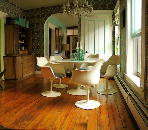 Mid-century modern white + turquoise: Saarinen Tulip table + chairs + wood floors, by Wary Meyers