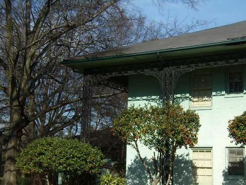 P1201731-Green-Tomlinson-Gardens-Apts-Brookhaven-IronDetail