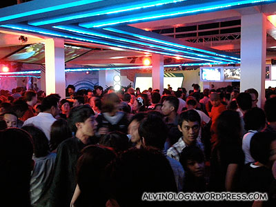 people crowding in everywhere Edison Chen goes to