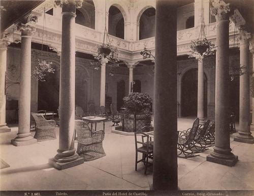 Patio del Hotel Castilla a finales del siglo XIX. Fotografía de Rafael Garzón