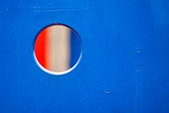 Transphre (fusaka) Tags: park blue red white circle rouge hole bleu minimalism minimalisme