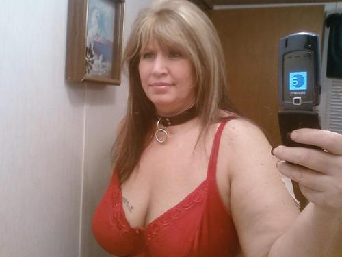 bra in public for bigger women pics: womeninbras