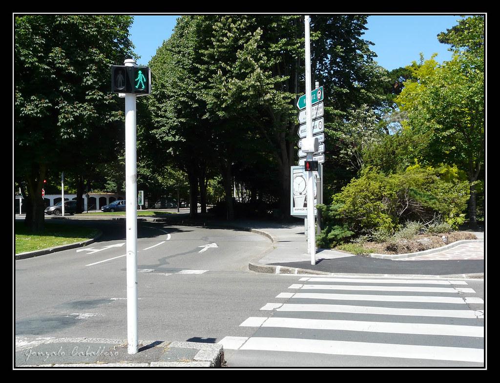 Bayona. Curiosos semáforos de peatones