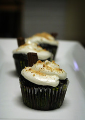 s'mores cupcakes (ginnerobot) Tags: cake recipe dessert 50mm cupcakes baking yum chocolate tasty fudge delicious hersheys smores marshmellow frosting smorescupcake marshmellowfrosting