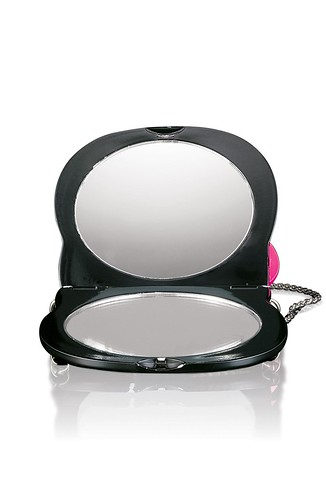 MAC Hello Kitty-PurseMirrorOpen-NT$900 by you.