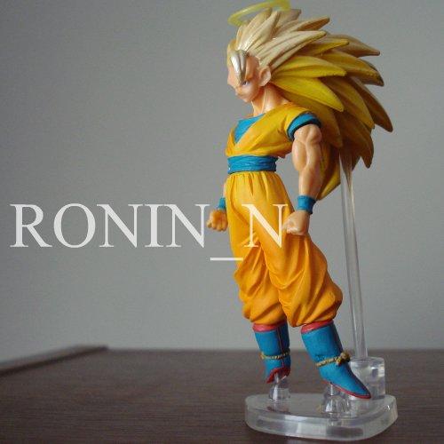 Dragon Ball Z Gashapon - Super Saiya-Jin. Boneco com 10 cm de altura.