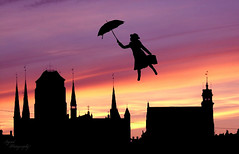 mary poppins. (Ingrid Photography) Tags: sunset sky people hat umbrella photoshop town fly model surreal olympus marry oly koffer poppins kalap szandra brnd ingridregos ingridregs fe360 esetny