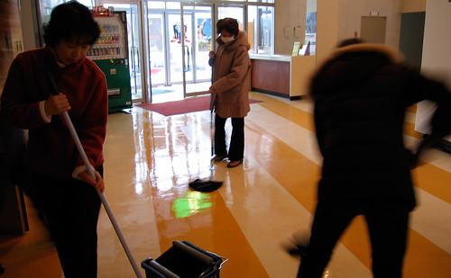 市民会館大掃除 ホワイエ