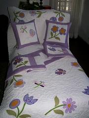 CoLcHa, AlMoFaDaS e BaNd (DoNa BoRbOlEtA. pAtCh) Tags: flores patchwork borboletas lils colcha almofadas aplicao liblulas quiltlivre band donaborboletapatchwork denyfonseca
