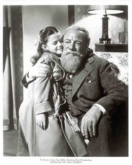 Natalie Wood in Miracle on 34th Street (1947) (cinema_lasuperlativ2) Tags: nataliewood classicmovie miracleon34thstreet classiccinema cinemalasuperlativ filmefavoritecornel