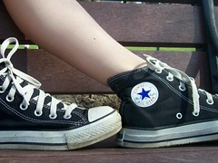 Line up (BREananicOLE) Tags: outside converse chucks chucktaylors blackchucks