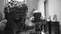 L'agguato (^PioPio^) Tags: mostra blackandwhite bw sculpture art archaeology ancient campania running antica napoli naples palestra wrestlers ercolano fuga scultura atleti bronzo corridori lottatori villadeipapiri museoarcheologiconazionale statuaria anticando agonisti