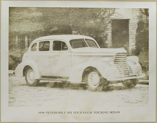 1938 Oldsmobile Six Four-door touring Sedan. Digital ID: 482328. 1938