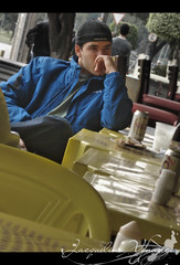 I even know his name,but... (Jack Venancio) Tags: boy portrait man guy me beer de lunch restaurant olhar retrato sony restaurante cara garoto cybershot dude cerveja homem no ele almoo w35 rapaz parava sonycybershotw35