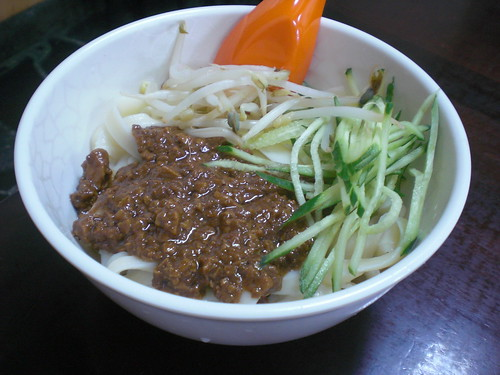 炸醬麵 (bean paste noodles)