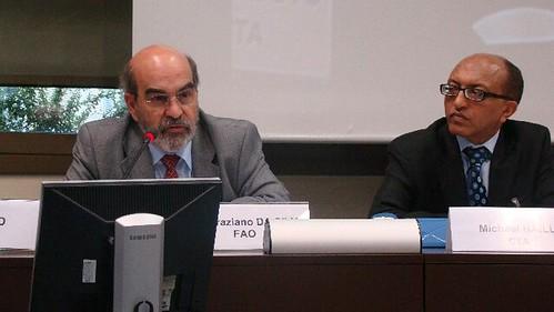 Dr. José Graziano Da Silva avec le Directeur du CTA Michael Hailu