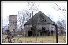 Old Octagonal Barn (chippewabear) Tags: old barn rural fdsflickrtoys decay country indiana southern paragon octagonal morganco