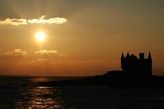 Chteau Turpault de Quiberon - Bretagne - France (louistib) Tags: ocean sunset sky sun mer castle contrast photography louis brittany photograp