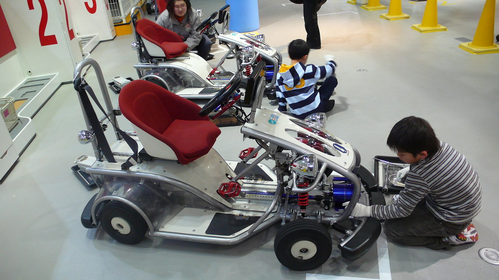 TOYOTA展示中心給兒童的維修與駕駛訓練