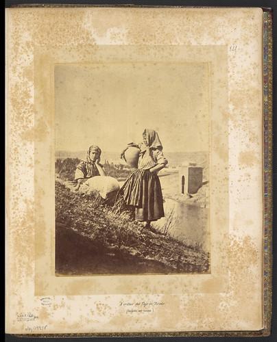 Cantareras frente al Baño de la Cava de Toledo en el siglo XIX. Foto Jean Laurent. Biblioteca Nacional de Brasil