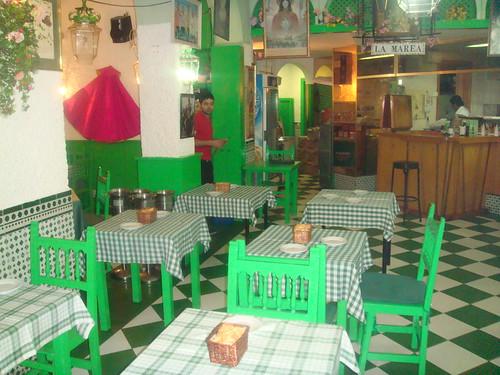 Mesas de la zona delantera del restaurante