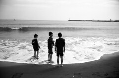 We go way back. (Snap Shooter jp) Tags: leica sea sky blackandwhite bw cloud film beach boys monochrome japan sand fuji yacht wave  enoshima beacon m4  acros100 leicasummilux35mmf14