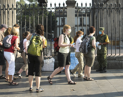 Turistas con Cubre Bocas