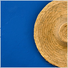 630./ blue straw hat (albaflickr) Tags: blue hat azul wall pared straw strawhat onblue sombrerodepaja platinumheartaward