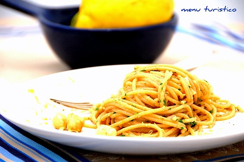 spaghetti bottarga e nocciole