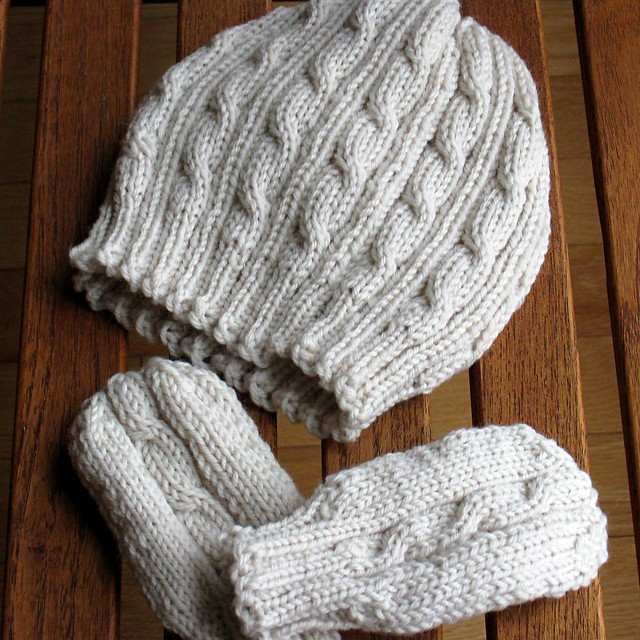 Ravelry Cabled Baby Hat And Mittens Set Pattern By Paulina Chin