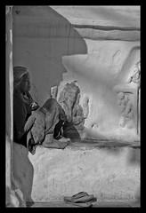 Nepal - Kathmandu : solitudine allo stupa (nepalbaba) Tags: poverty nepal bw woman donna stupa barefoot kathmandu biancoenero lonelyness povertà solitudine descalça descalza piedsnus supershot flickrsbest piedinudi scalza abigfave concordians earthasia nepalbaba